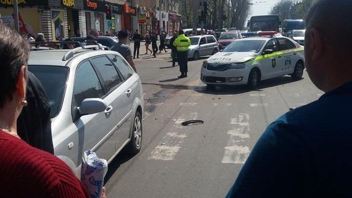 На перекрестке улиц Штефана чел Маре и Армянской произошло ДТП с участием полицейской машины