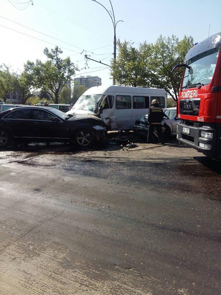 Пять человек пострадали в жутком ДТП возле цирка: видео