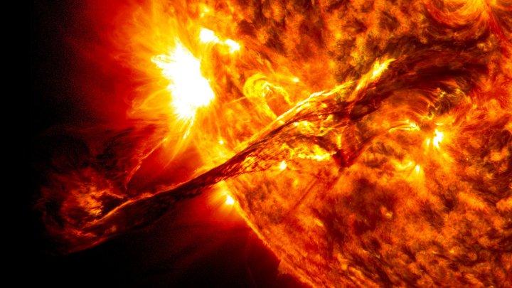Ученые поняли природу торнадо на Солнце: видео