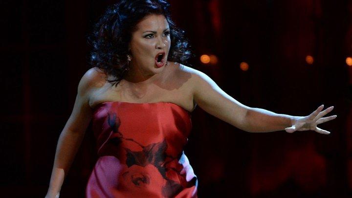 Известную российскую оперную певицу с семьей выгнали из театра в Лондоне: видео