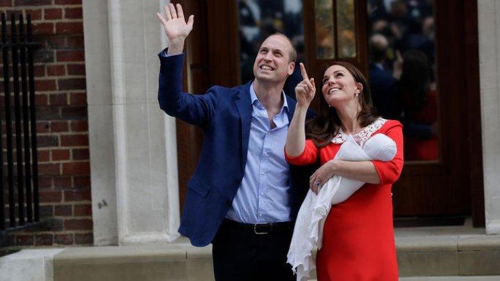 Принц Уильям и Кейт Миддлтон показали новорождённого сына (видео)