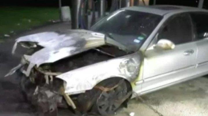 Мать заперла троих детей в машине и подожгла её