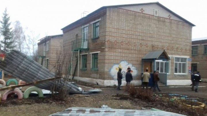 В Башкирии сильный ветер снес крышу детского сада