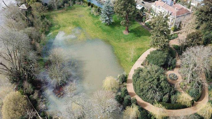 Вышедшая из берегов Темза затопила поместье Джорджа Клуни