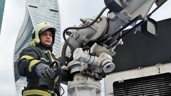 Спасатели вытащили из горящей квартиры на юге Москвы 5 человек