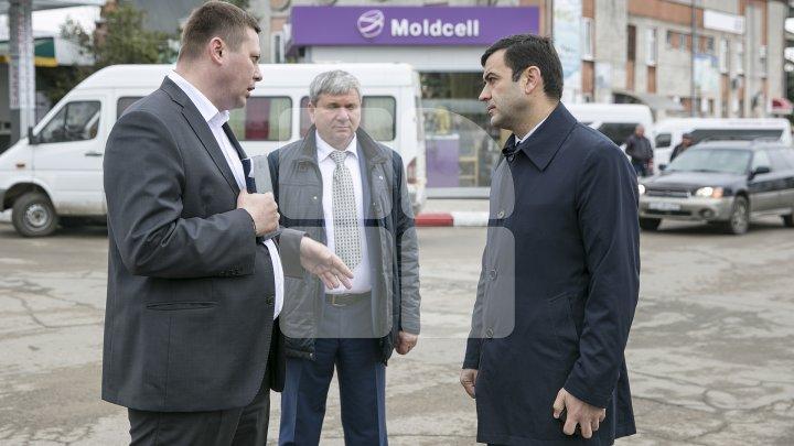 Кирилл Габурич проверил состояние транспорта на столичных автовокзалах: фоторепортаж