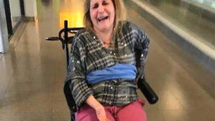 Инвалида в самолете привязали пледом к креслу и попросили заткнуться