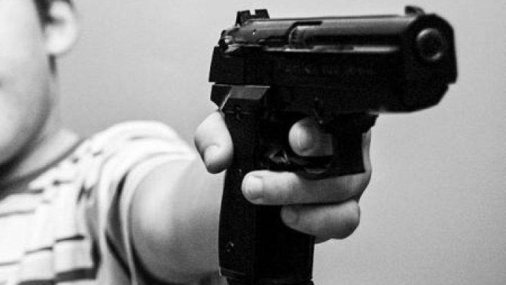 Перепутал с игрушкой: ребёнок случайно выстрелил себе в голову из травмата