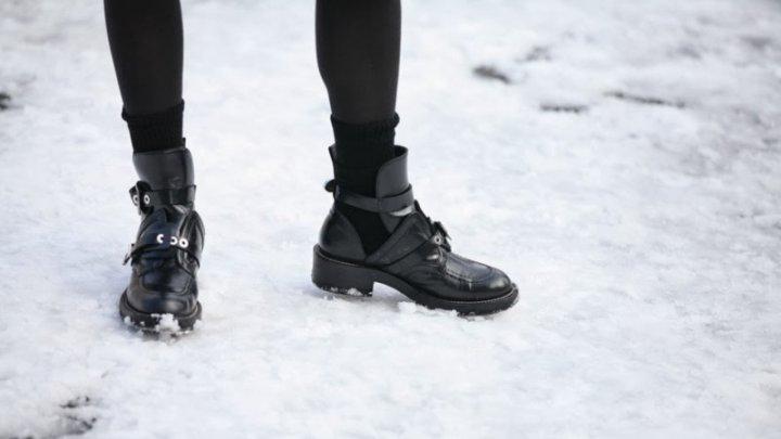 Заставившая знакомую лизать обувь студентка уехала из Вольска