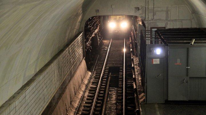 В московском метро мужчине поездом оторвало ноги