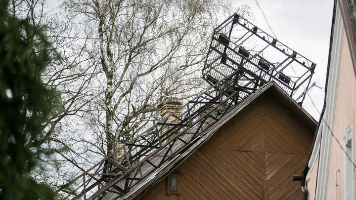 В Вильнюсе на жилой дом рухнула смотровая башня