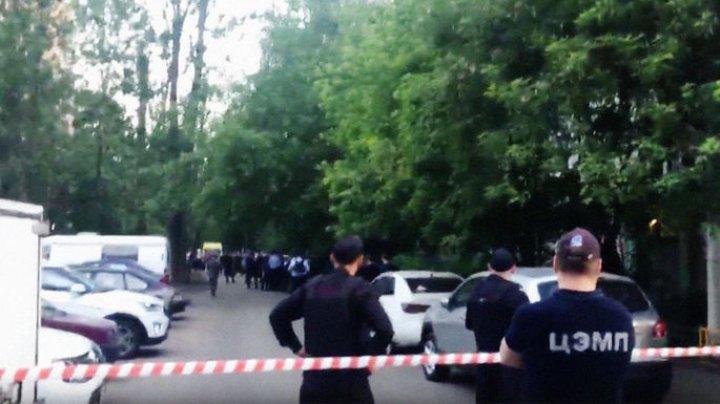 В Москве вооруженный мужчина захватил заложников в квартире