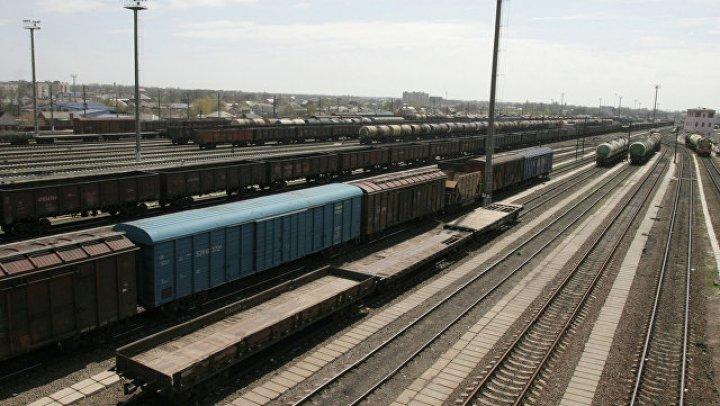 Утечка серной кислоты произошла на железнодорожной станции в Пскове из-за жары