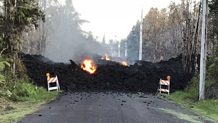 На Гавайях объявили красный уровень тревоги из-за извергающегося вулкана
