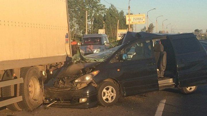 В Тверской области в ДТП с грузовиком пострадали шесть детей
