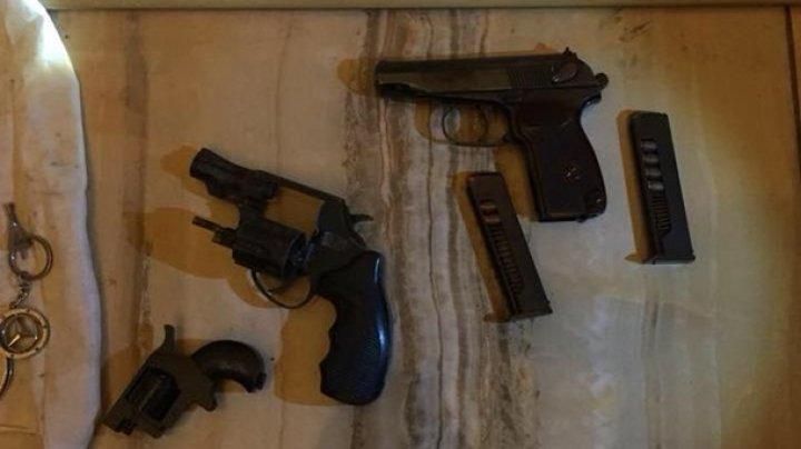 В Одессе хулиганы развлекались стрельбой из пистолета по проезжающим авто