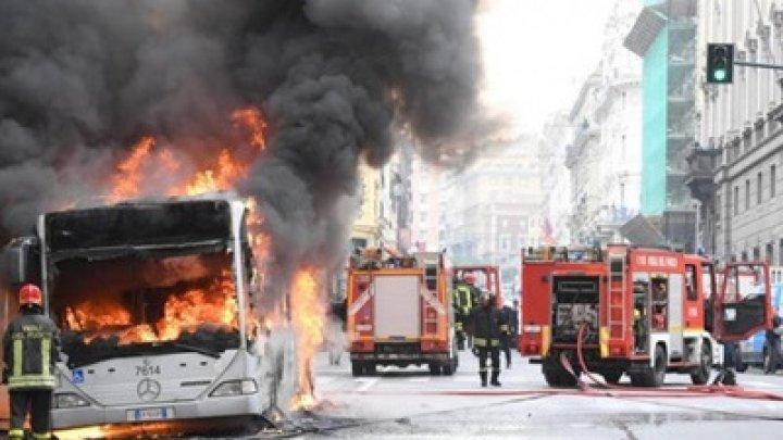В центре Рима загорелся автобус с пассажирами