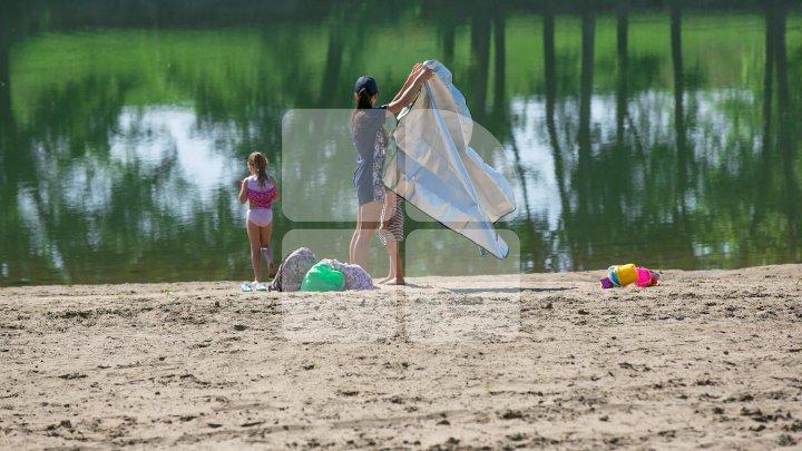 Лето уже близко: на городских пляжах установили кабинки для переодевания