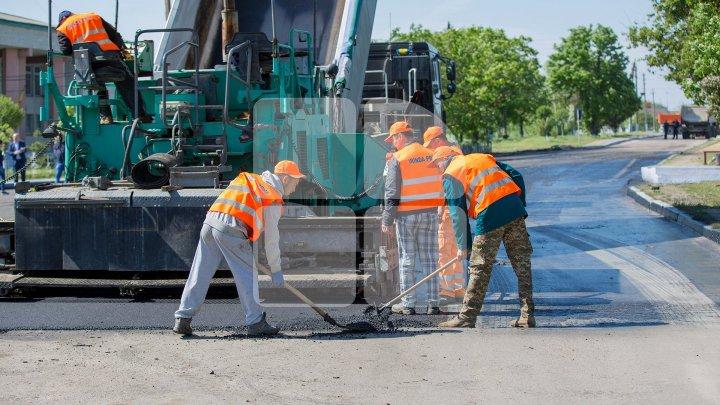 В трёх сёлах Чимишлийского района восстанавливают дороги: фоторепортаж