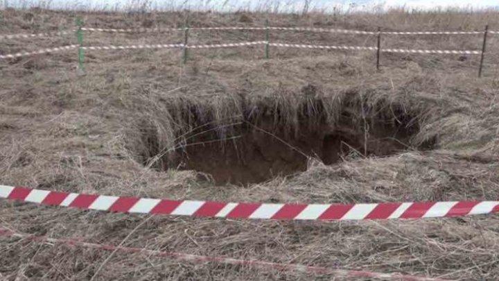 В Пермском крае рядом с селом образовался провал глубиной с шестиэтажный дом (фото)
