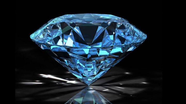 Редкий голубой бриллиант ушел с молотка на аукционе в Женеве за 6,7 миллионов долларов