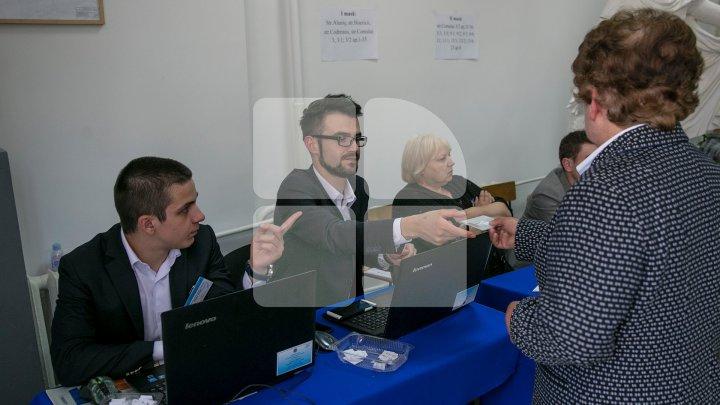 Выборы мэра Кишинева: как голосуют жители столицы (фоторепортаж)