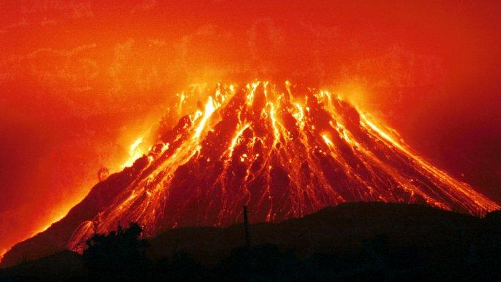 Извержение вулкана на Гавайях показали из космоса