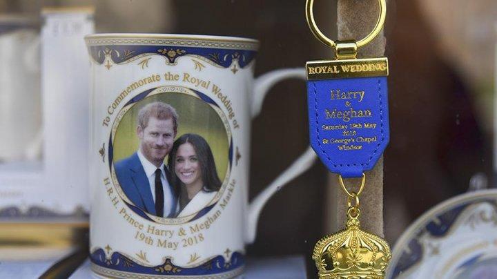 Британцы выставили на торги сувениры со свадьбы принца Гарри