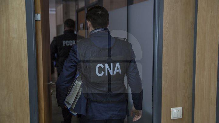 НЦБК и прокуроры проводят обыски по делу о коррупции