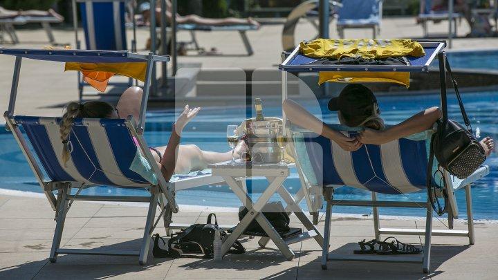 Аномальная жара в столице: бассейны открылись на месяц раньше обычного (фото)