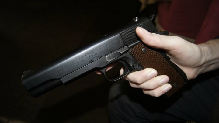 В Подмосковье охранник прострелил себе ногу, пытаясь задержать виновника ДТП