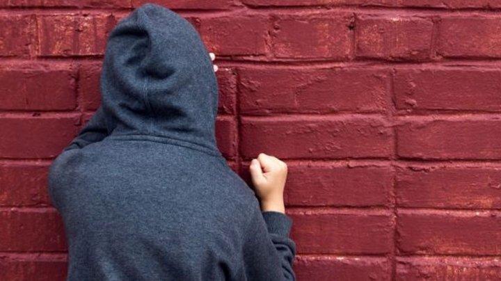 В Москве учитель надругался над школьником, угрожая оставить на второй год