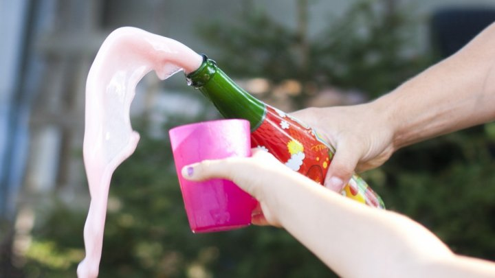 В Литве предложили запретить детское шампанское