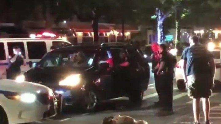 Мужчина разгромил патрульные авто и травмировал трех полицейских в Нью-Йорке (видео)