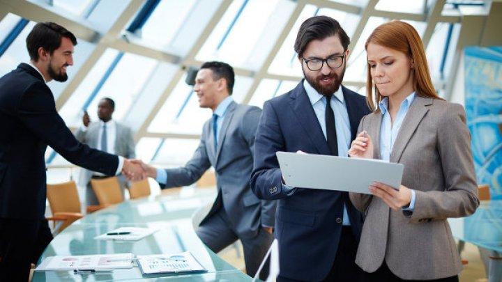 Ученые рассказали о влиянии внешнего вида на заработок