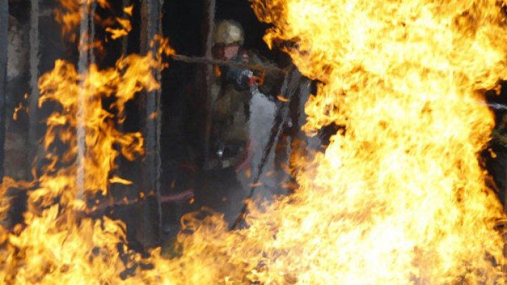 В Москве загорелся торговый центр, посетителей эвакуируют