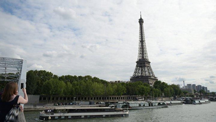 Вокруг Эйфелевой башни начали строить стеклянную стену для защиты от террористов