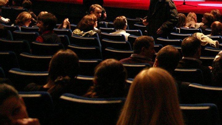 Учительницу в Москве уволили за поход с детьми на спектакль