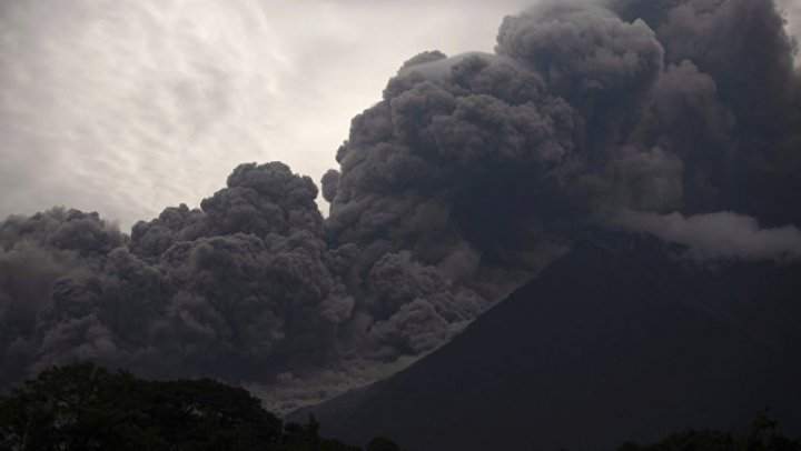 Число погибших в Гватемале при извержении вулкана достигло 100 человек