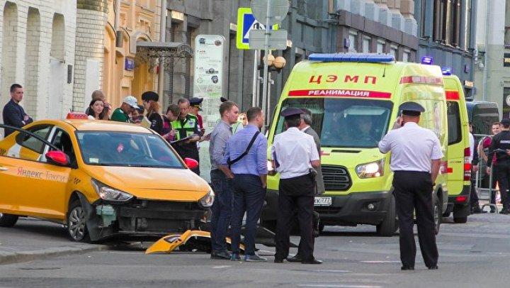 Сбивший пешеходов в Москве таксист признал свою вину