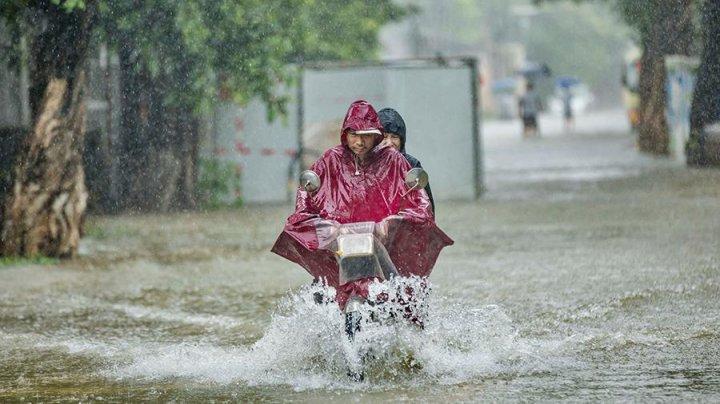 Два человека стали жертвами сильных дождей на юго-западе Китая