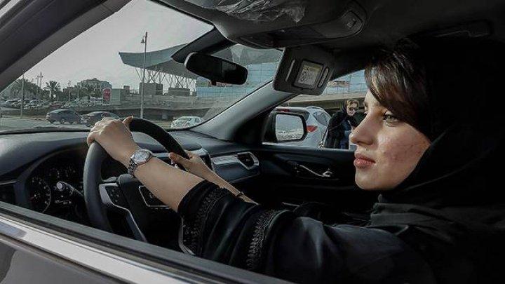 Первым 10 женщинам-саудиткам вручили водительские права