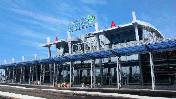 В Киеве пассажиры задержанного рейса блокировали другие вылеты