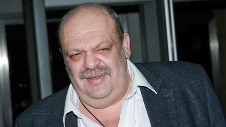 Известный кардиохирург и телеведущий Яков Бранд умер у себя на работе