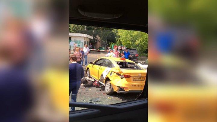 В Москве погиб мотоциклист при столкновении с такси