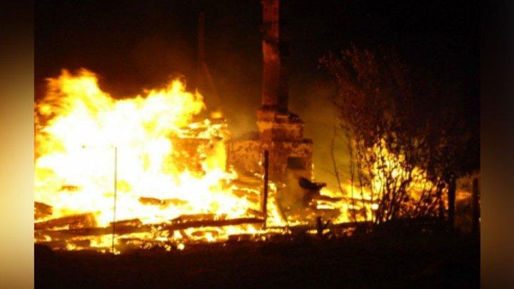 В Кировской области мужчина хотел украсть бензин, но спалил весь дом