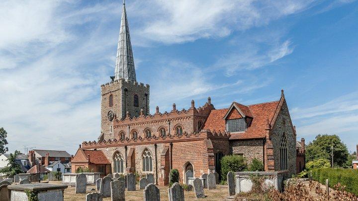 В Англии с помощью церквей улучшат качество мобильной связи