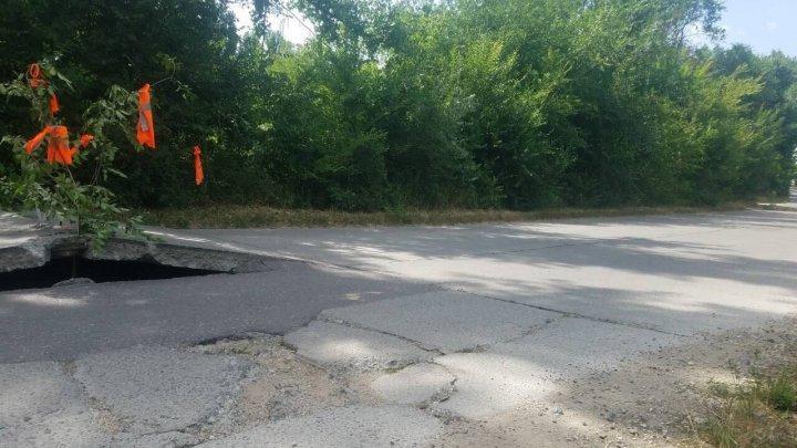По дороге в село Сирець Страшенского района асфальт поднялся на полметра (видео)