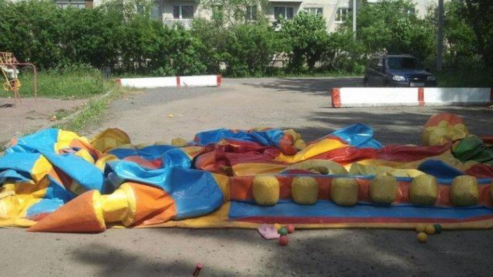 В Ленобласти сильный ветер унёс батут с детьми