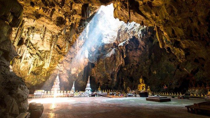 Футбольная команда и тренер пропали в пещере в Таиланде